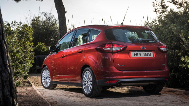 ford-cmax-eu-C_MAX_03_V1-16x9-2160x1215-ol-parked-in-garden.jpg.renditions.extra-large.jpeg